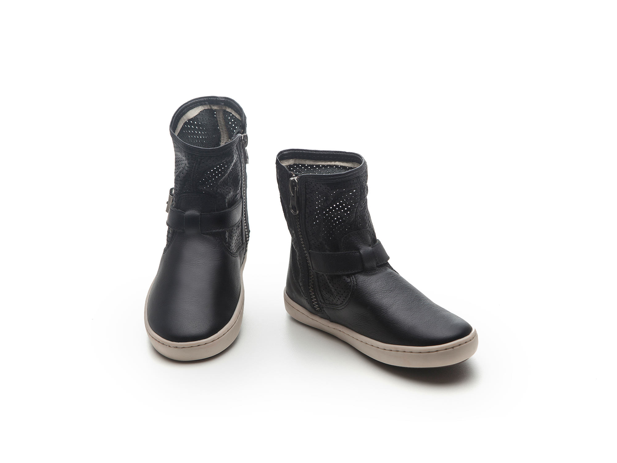 Bota Raw Black/ Black Holes  Junior 4 à 8 anos - 1